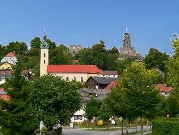 Ansicht Brennberg mit Kirche und Burgruine