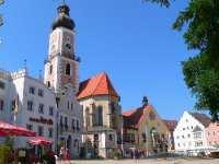 Marktplatz und Kirche Cham