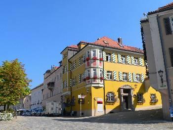 Furth im Wald Stadtplatz, Touristinfo, Glockenspiel