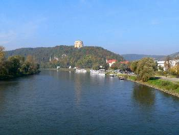 Idyllische Stadt Kelheim am Main Donau Kanal