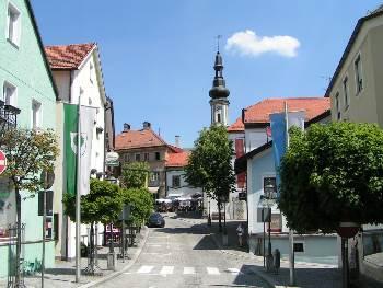 Kötztinger Altstadt alte Rathaus mit Glockenspiel