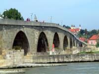 regensburg-sehenswertes-ausflugsziele-historische-bauwerke-steinerne-bruecke-150