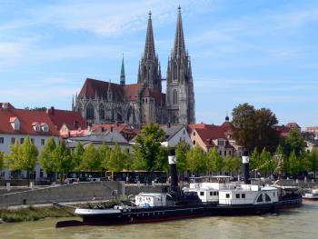 Stadt Regensburg Regensburger Dom von Donau Brücke aus