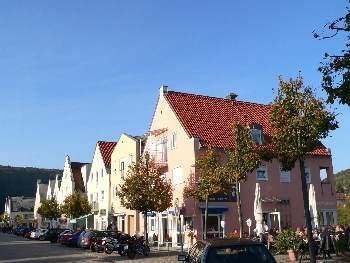 Riedenburg - Häuserzeile Fluss Promenade