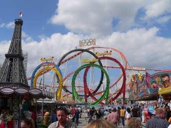 straubing-volksfest-gaeubodenvolksfest-achterbahn