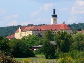 Ausflugsziele und Sehenswürdigkeiten - Zisterzienserkloster Walderbach, am Regen Ufer