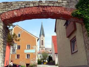 Stadtmauer Waldkirchen - Blick durchs Ringmauer Tor