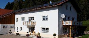 achatz-bayerischer-wald-selbstversorgerhaus-8-10-15-personen-ansicht
