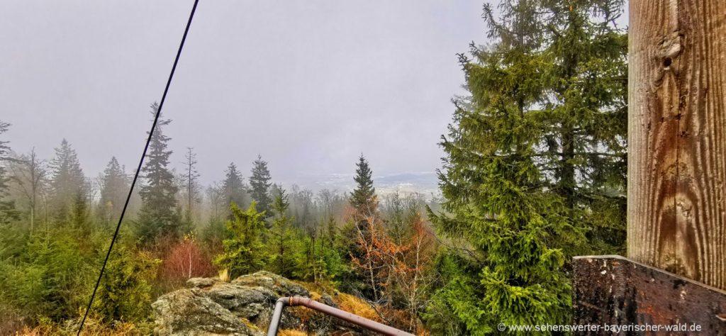 Ausblick am Kreuz vom Klosterstein Gipfel am Vogelsang bei Gotteszell