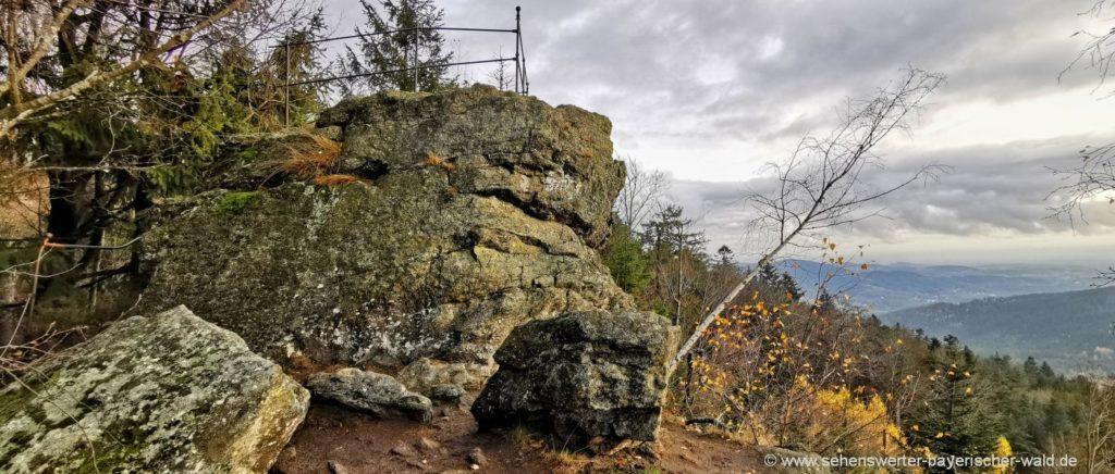Wanderung zum Regensburger Stein Aussichtspunkt in Niederbayern