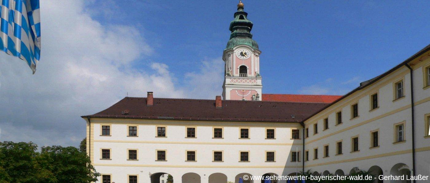 aldersbacher-kloster-im-vilstal-niederbayern-aussenansicht-panorama-1400