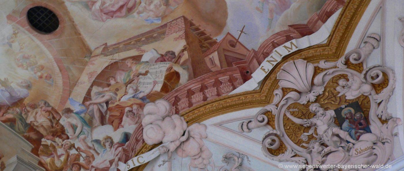 Aldersbacher Schwalbe im Deckengemälde der Klosterkirche Aldersbach