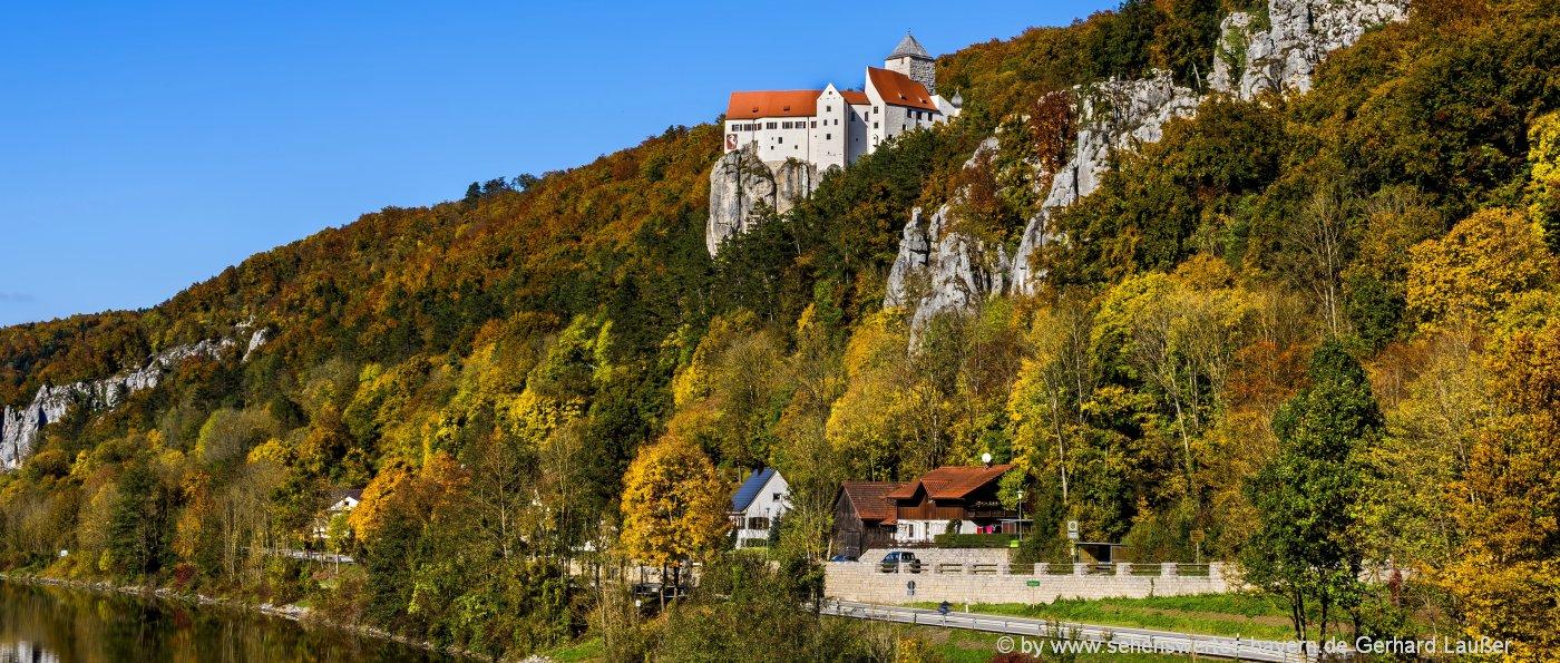 Sehenswürdigkeiten im Altmühltal Highlights schönste Wanderungen Burg Prunn