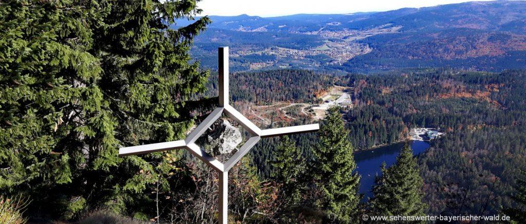 Wanderung zum Mittagsplatzl ab Bretterschachten über Hochzellberg & Riesloch
