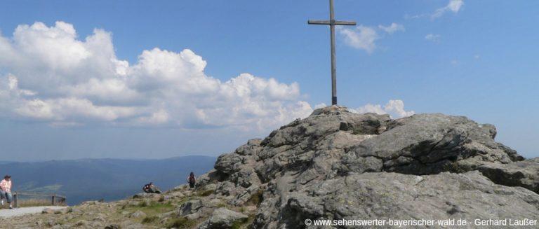 arber-wandern-bayerischer-wald-gipfelkreuz-berg