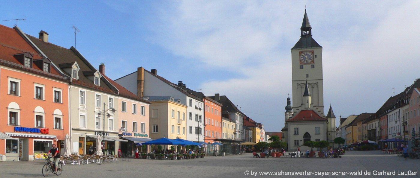 ausflugsziele-deggendorf-sehenswuerdigkeiten-niederbayern-stadtturm-stadtplatz