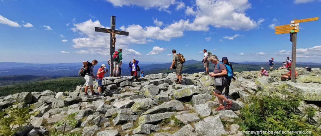 Attraktion Blockmeer am Lusen Gipfel Bergwanderung Tagesausflug