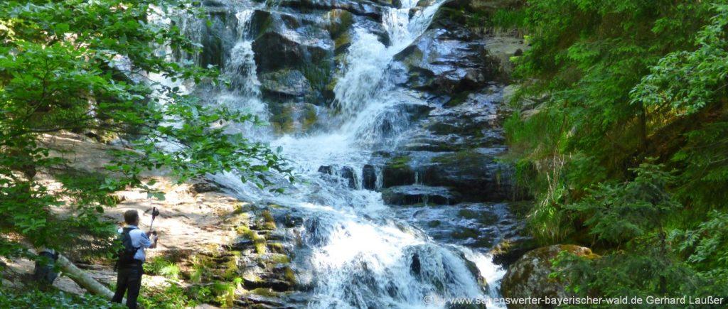 Wanderweg zum Mittagsplatzl ab Bretterschachten mit Riesloch Wasserfall