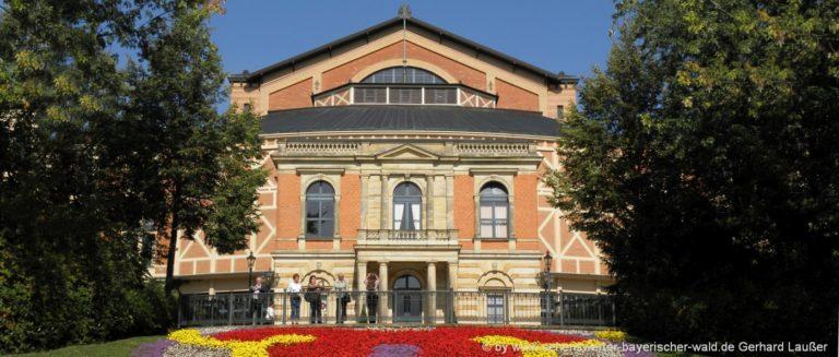 bayreuth-stadt-sehenswuerdigkeiten-richard-wagner-festspielhaus
