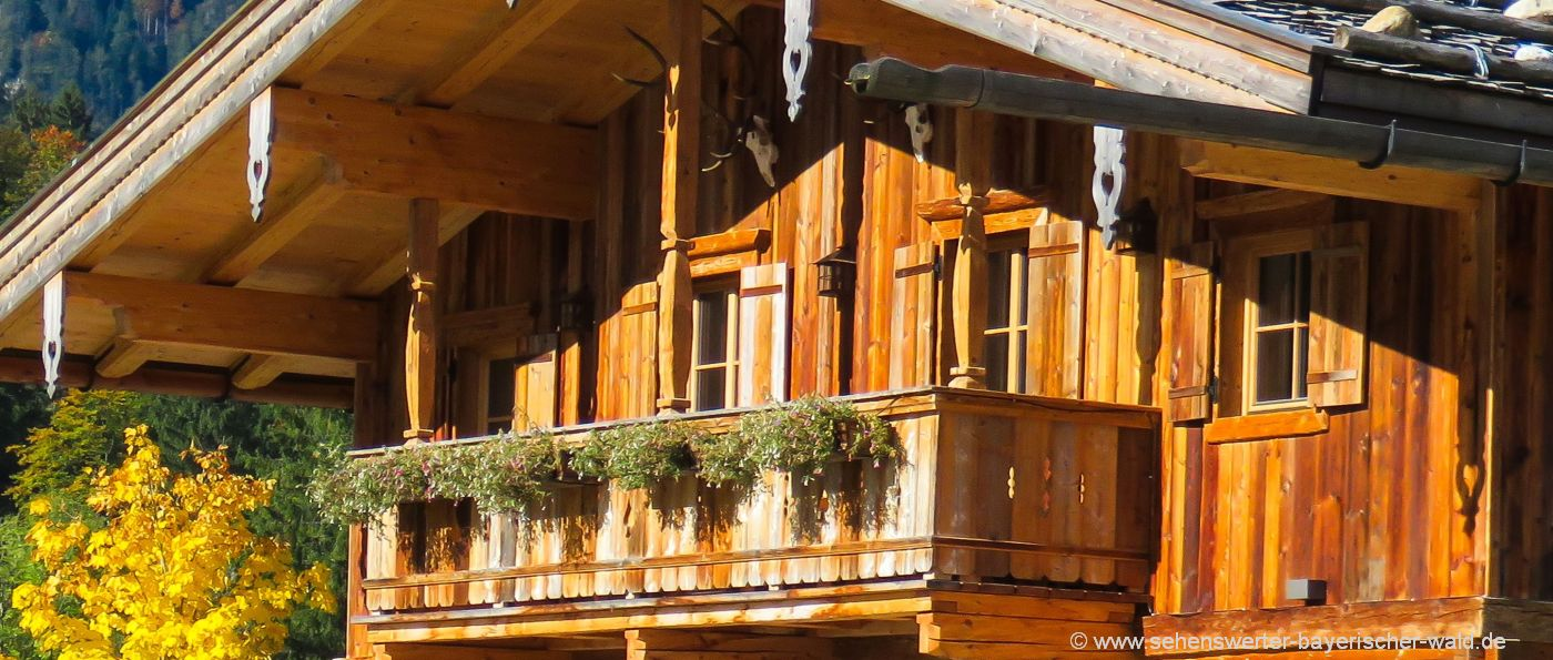 berghütten-bayerischer-wald-chalets-bayern-balkon