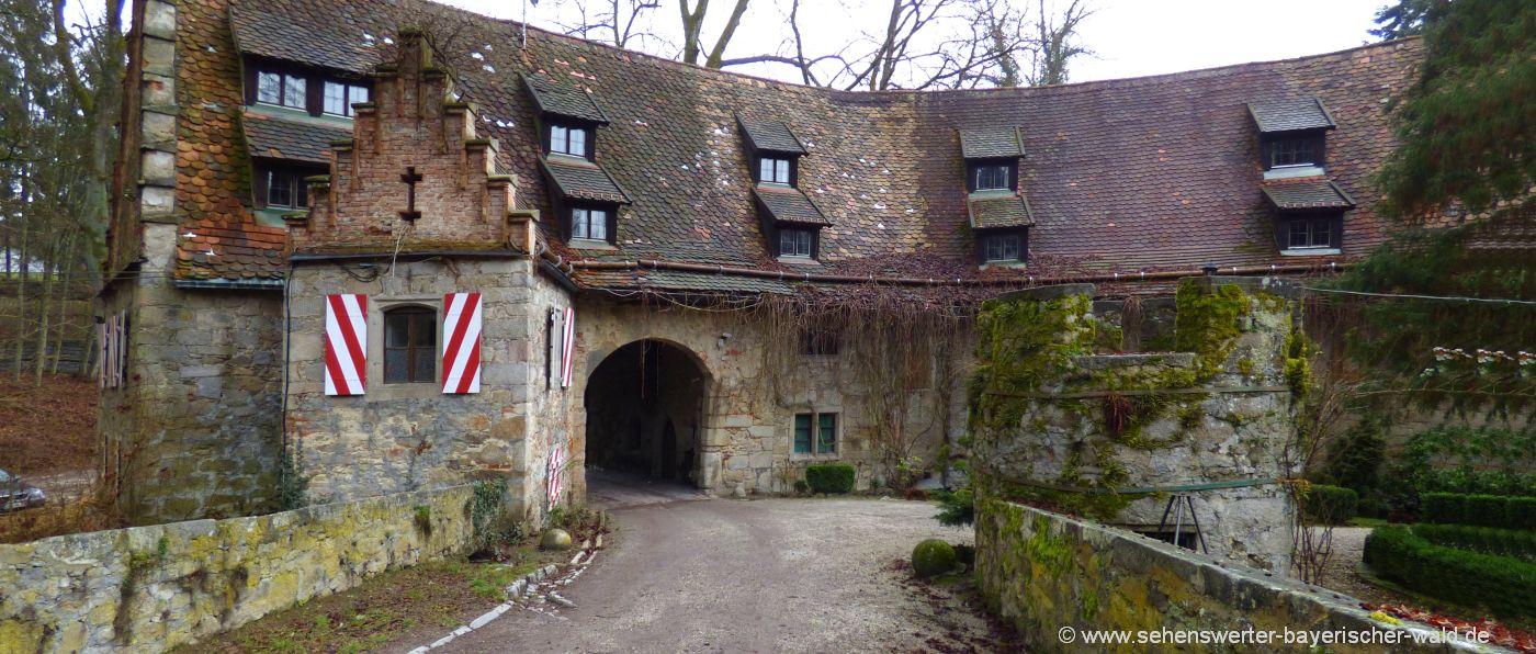 bernried-ausflüge-schloss-egg-burg-innenhof-deggendorf