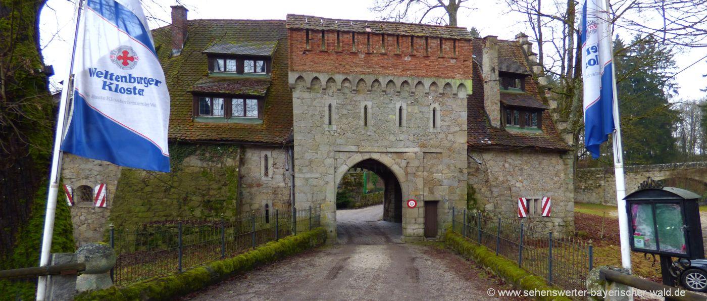 Ausflug zum Schloss Egg in Niederbayern Biergarten Burgtor