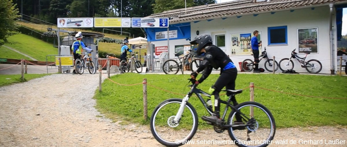 bischofsmais-bikepark-geisskopf-mountain-bike-fahren-talstation-panorama-1200