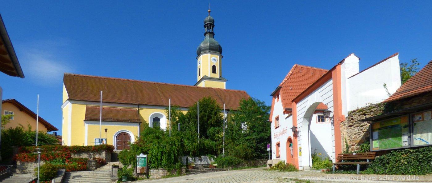Sehenswürdigkeiten in Blaibach Parken am Kulturhaus, Kunsthaus Kirche & Schloß