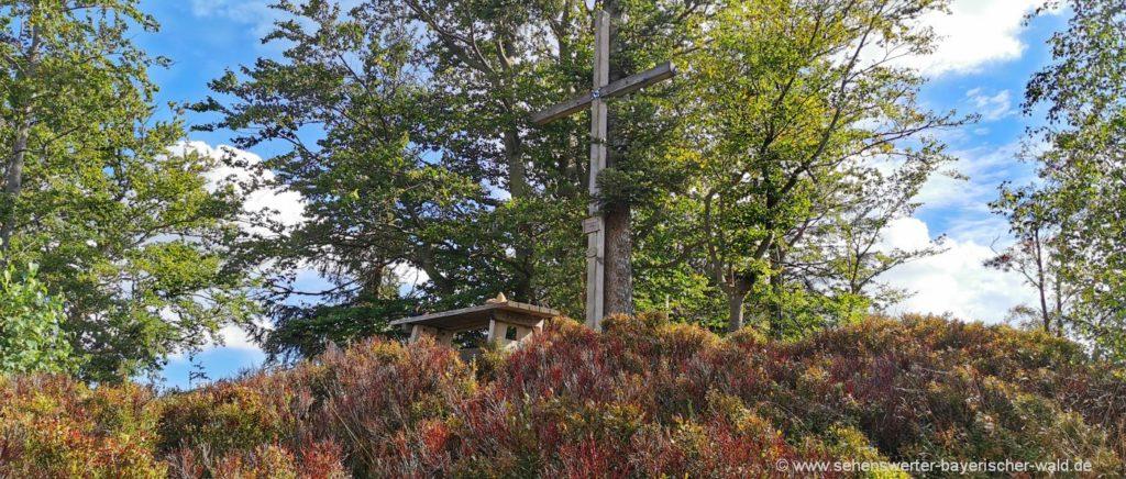 Gipfelkreuz auf der Harlachberger Spitze bei Bodenmais
