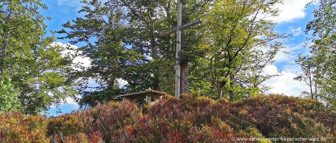 Gipfelkreuz Harlachberger Spitze Aussichtspunkt bei Bodenmais
