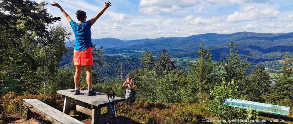 Wandern zum Gipfelkreuz Harlachberg bei Bodenmais