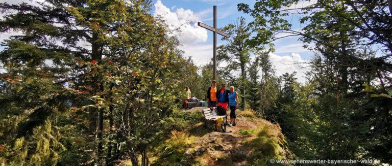 bodenmais-kronberg-rundwanderweg-gipfelkreuz-kammwanderung