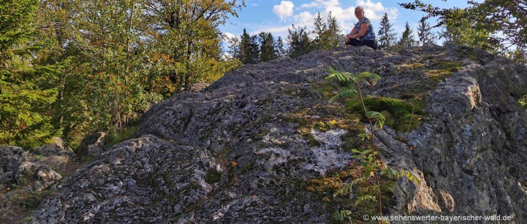 Wandern zum Riederinfelsen bei Bodenmais Aussichtsfelsen