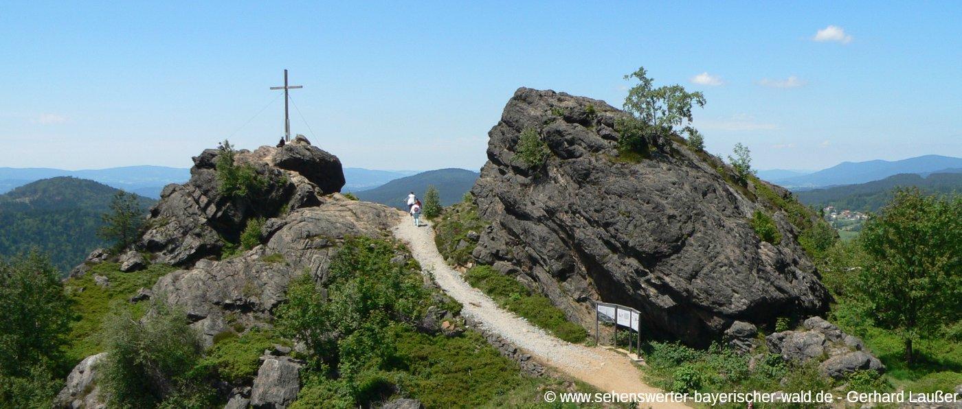bodenmais-silberberg-ausflugsziele-gipfelwanderung-panorama-1400