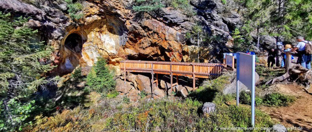Aussichtsplattform am Silberberg Blick in die Bergwerkstollen