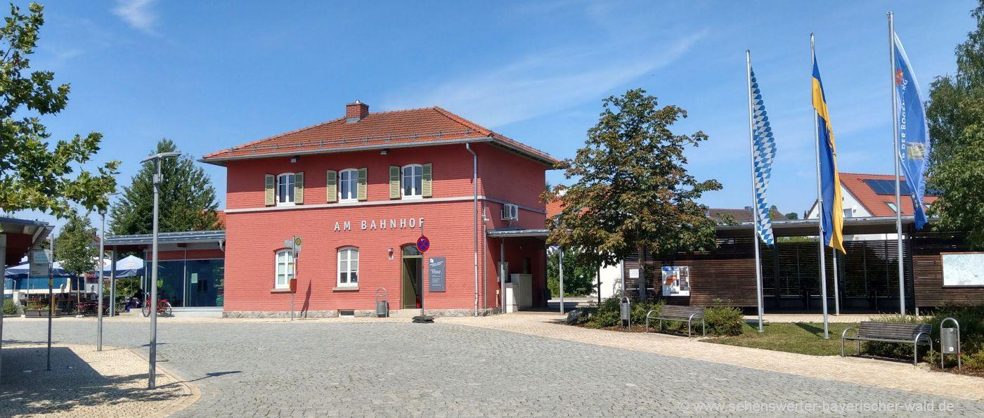 Bahnhof - Highlights und Attraktionen in Bogen in Niederbayern