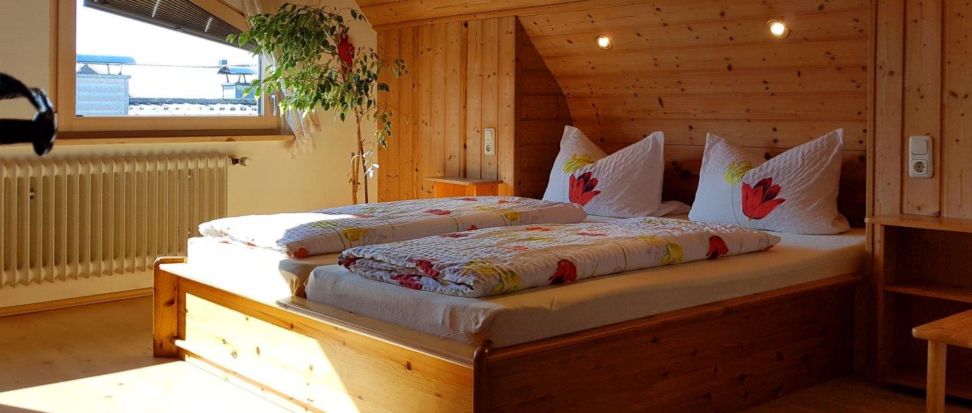 brechenmacherhof-ferienwohnungen-rinchnach-bauernhof-schlafzimmer