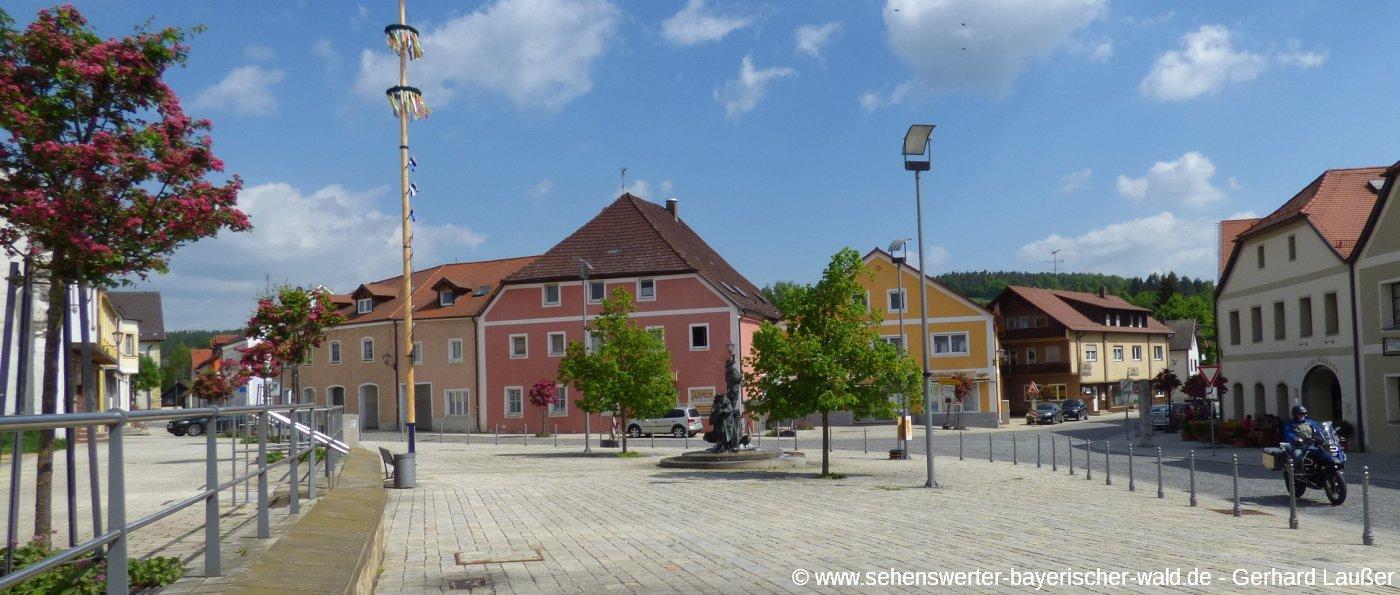 bruck-in-der-oberpfalz-ausflugsziele-marktplatz-panorama-1400