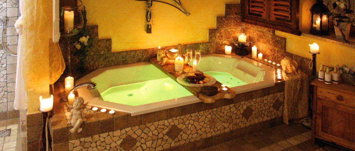 Wellnesshotel Brunnerhof mit Tages Wellnessangebote romantisches Bad für zwei mit Sekt