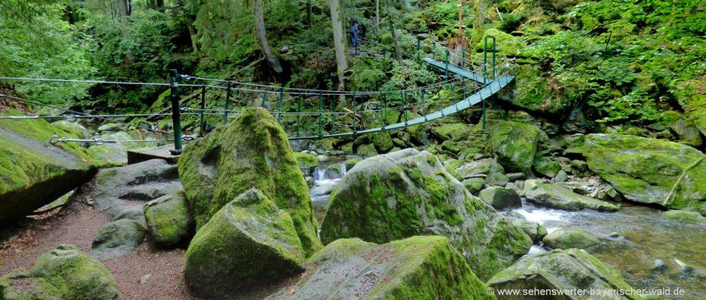Wanderweg Buchberger Leite Hängebrücke über den Wildbach bei Ringelai