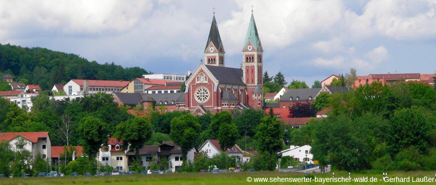Cham Klosterkirche Maria Hilf Redemptoristen Kloster in der Oberpfalz