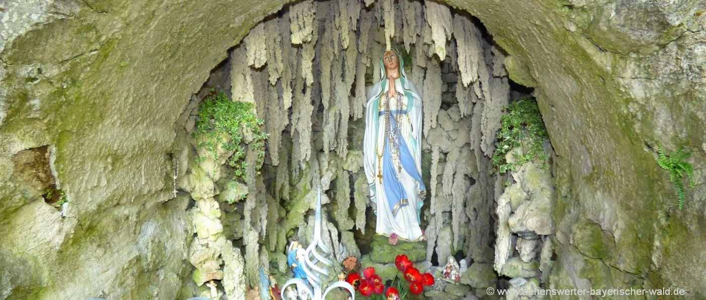 cham-wallfahrtsort-streicherroehren-marienstatue-grotte