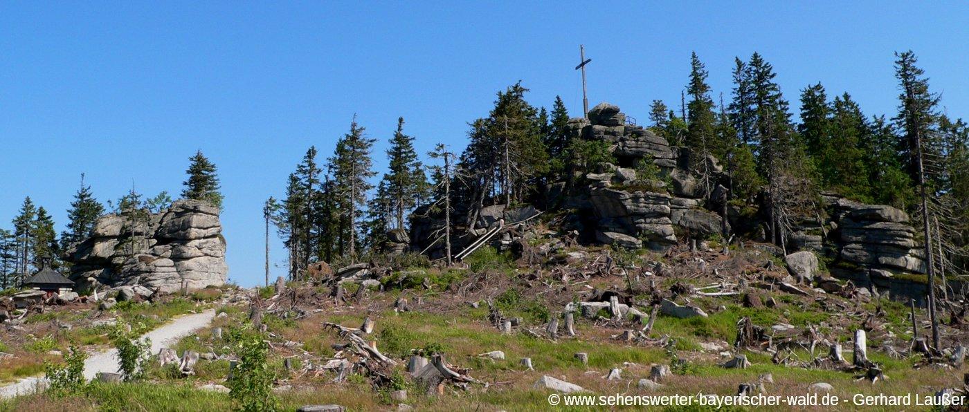 dreisessel-berg-wandern-gipfelkreuz-bergkapelle-ausflugsziele-panorama-1400