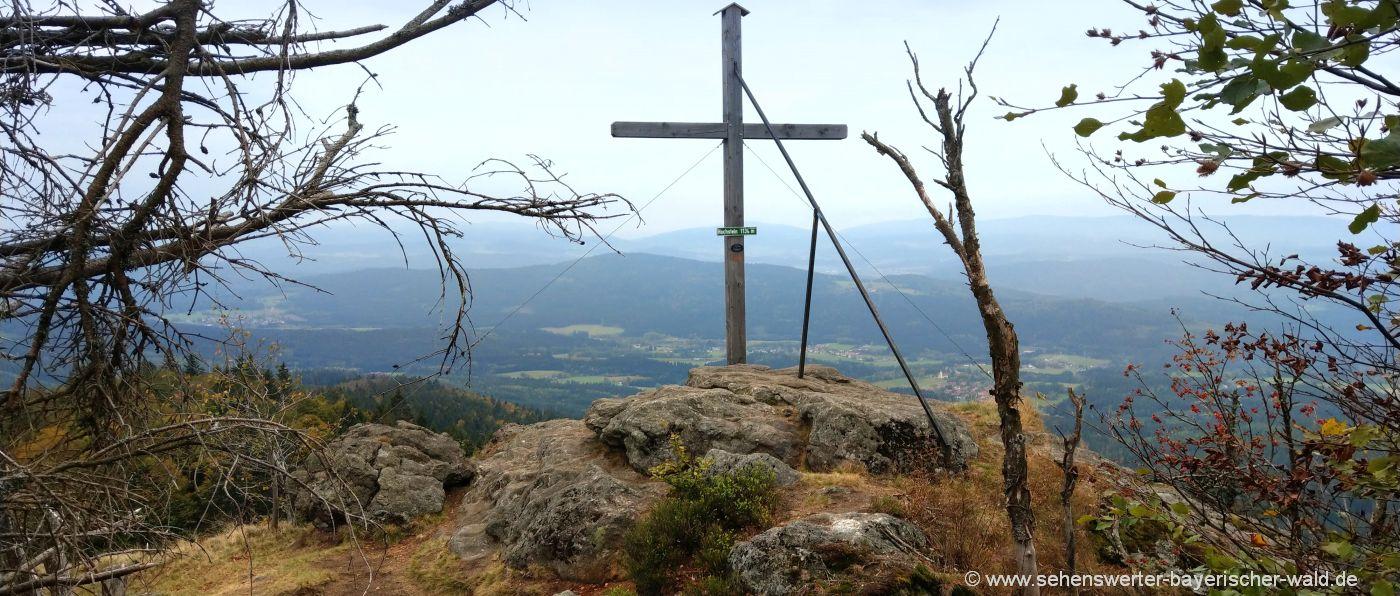 eck-hochstein-gipfelkreuz-bayerischer-wald-wandern-schareben