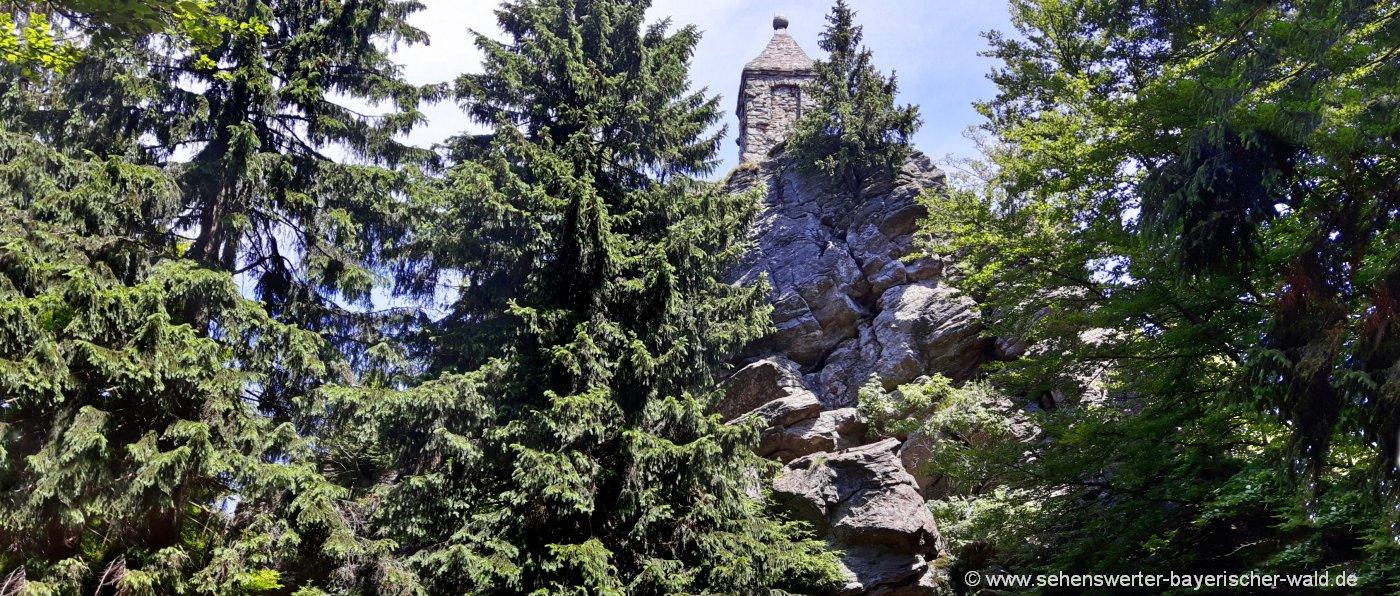 Wanderung zum Waldschmidt Denkmal am Riedelstein vom Eck