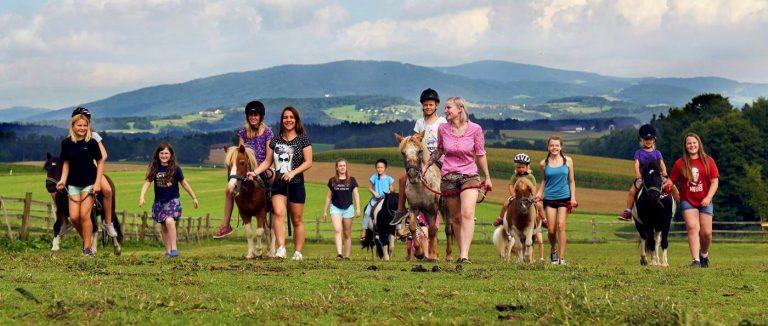 ponyferienhof-niederbayern-kinder-ponyhof-familien-reiterferien