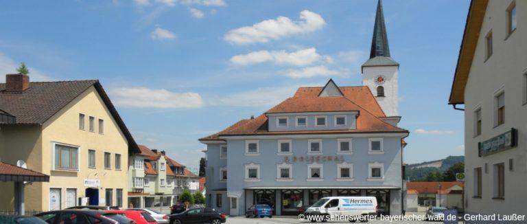 eging-am-see-ausflugsziele-stadtplatz-geschaefte-panorama-
