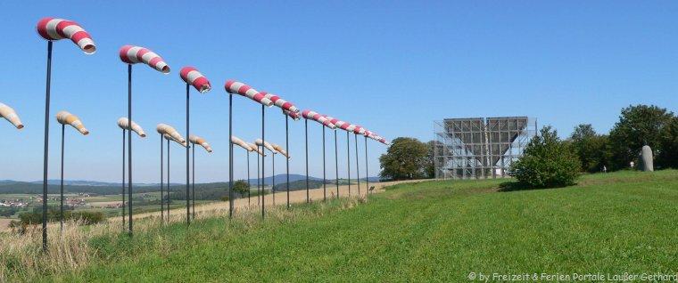 Besondere Bauwerke im Bayerischen Wald der Kunstwanderweg in Eschlkam