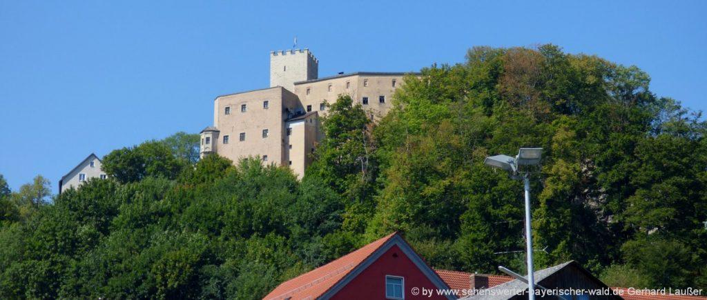 Burg Falkenstein bei Cham in der Oberpfalz mit Felsenpark