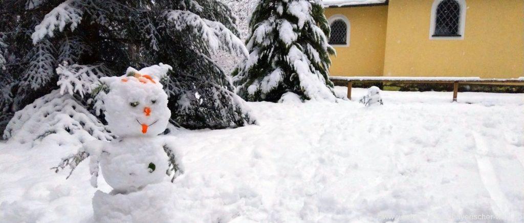 Winterwanderung für Familien mit Kindern Schneemann bei der Tannerlkapelle